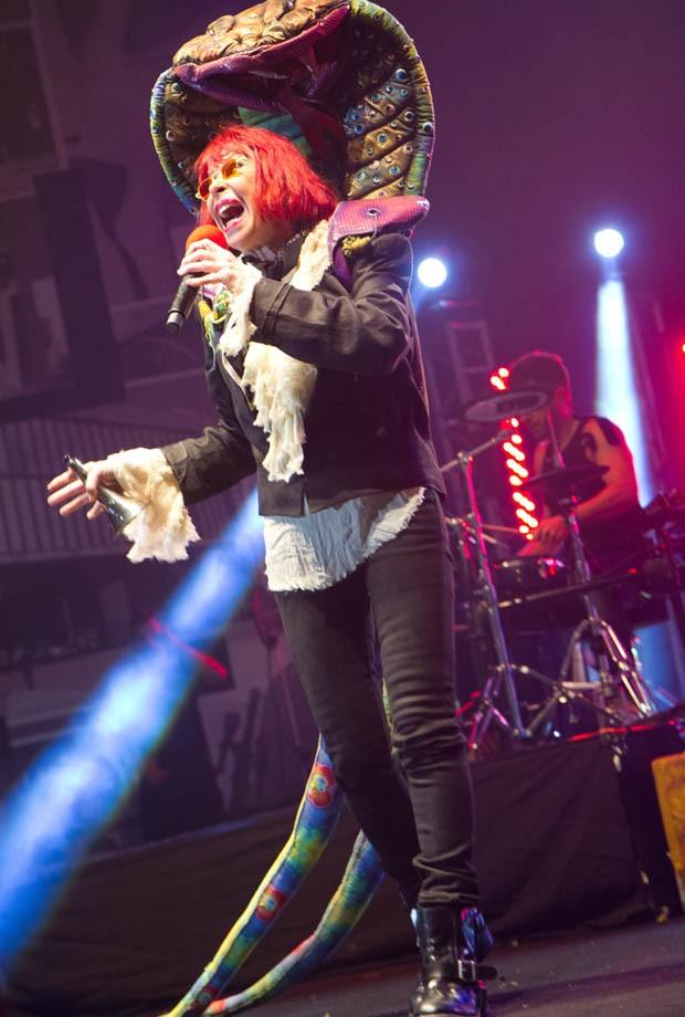 """Rita Lee canta """"Erva Venenosa"""" (Foto: Alexandre Moreira/ Divulgação)"""