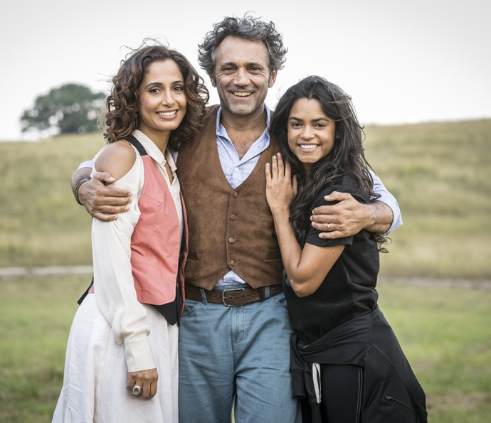 Domingos Montagner fazia par romântico em 'Velho Chico' com Camila Pitanga e Lucy Alves (Foto: Felipe Monteiro/ Gshow)