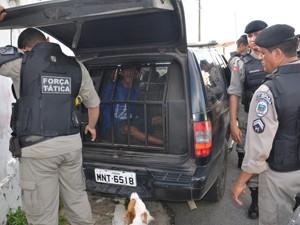 Homem foi preso e levado para Central de Polícia (Foto: Walter Paparazzo/G1)