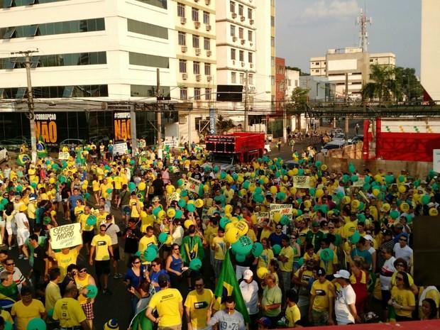 Ato terminou na Praça Oito de Abril após quase uma hora de caminhada (Foto: Lislaine dos Anjos/ G1)
