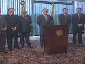 Élcio Álvares toma posse como ministro no governo Itamar Franco (Foto: Reprodução/ TV Gazeta)