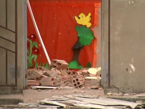 Teto da escola desabou e alunos tiveram que ser relocados (Foto: Reprodução/Rede Amazônica em Roraima)