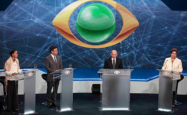 Os três colocados nas pesquisas, Dilma Rousseff, Aécio Neves e Marina Silva, durante o debate realizado nesta terça-feira (26), em São Paulo (Foto: Paulo Whitaker/Reuters)