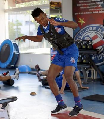 Moisés treino na academia do Bahia (Foto: Felipe Oliveira / Divulgação / E.C. Bahia)