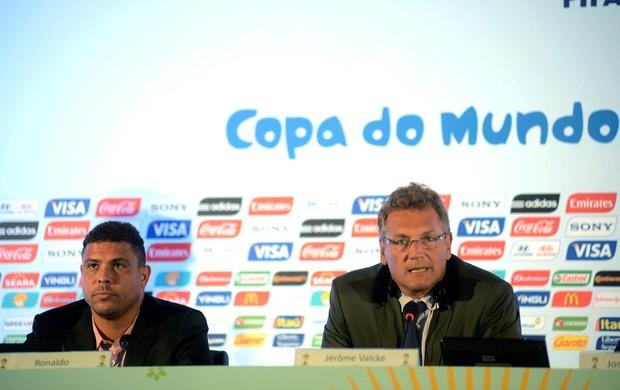 Ronaldo e Jêróme Valcke Reunião fifa maracanã (Foto: Andre Durão)