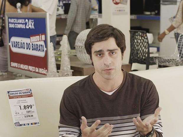 Ernesto Avelar, direto da sede do Varejão do Barata, seu novo emprego (Foto: Fato na Rede)