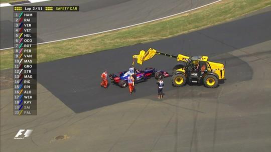 """""""Metralhadora"""" Villeneuve ataca Kvyat por batida em companheiro: """"Vergonhoso"""""""