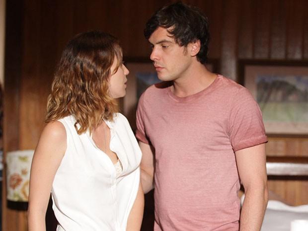 Laura e Caíque fazem parte do triângulo amoroso de Alto Astral (Foto: Pedro Curi/Gshow)