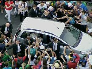 Papa dentro do carro (Foto: Reprodução/GloboNews)