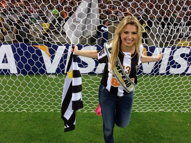 Ex-BBB Fernanda no estádio do Mineirão, em Belo Horizonte, Minas Gerais (Foto: Divulgação)
