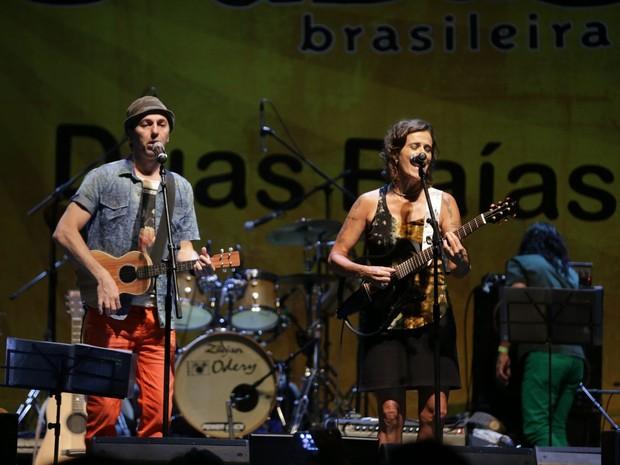 Zeca Beleiro e Zélia Duncan cantam no Centro do Rio (Foto: Marcello Sá Barretto/ Ag. News)