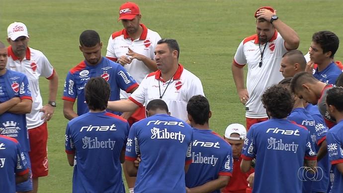 Guilherme Alves conversa com elenco do Vila Nova (Foto: Comunicação / Vila Nova)