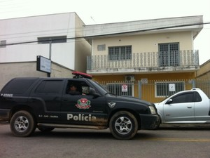 Polícia investiga crime na zona leste de São José dos Campos; dentista queimado está em estado grave na Santa Casa da cidade. (Foto: Carlos Santos/G1)