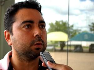 Vereador Mauricélio questiona valores estipulados (Foto: Eduardo Andrade)