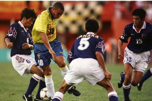 Ronaldo em ação na Olimpíada: não foi fenomenal (Foto: Clive Brunskill /Allsport)