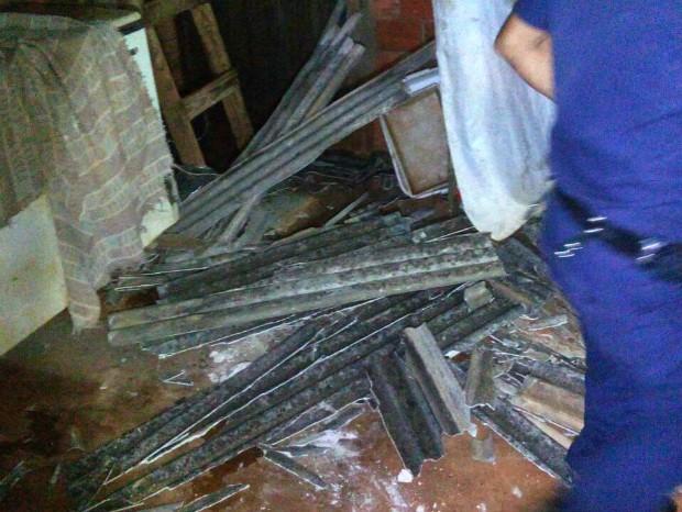 Adolescentes com drogas caem de telhado durante fuga da guarda (Foto: GCM Sorocaba/Divulgação)