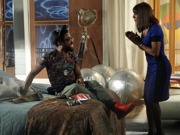 Dorothy toma um susto ao ver Brian regredido, de novo  (Foto: Geração Brasil/ TV Globo)