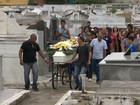 Jovem de 14 anos que teria sido morta pelo namorado é enterrada