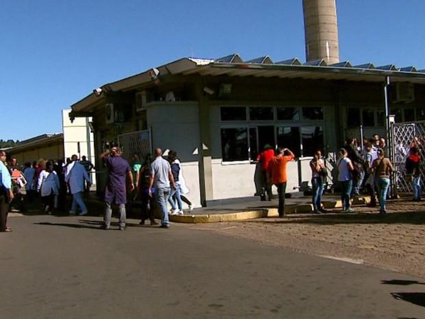 Explosão de tubulação de caldeira deixou homem ferido na Faber-Castell em São Carlos (Foto: Reprodução/EPTV)
