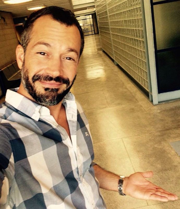 De bom humor, Malvino faz uma selfie (Foto: Gshow)