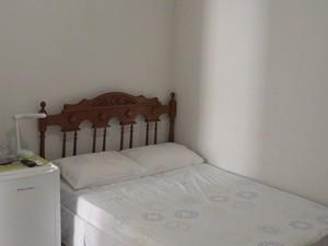 Quarto na casa de Cida em Cachoeira, Bahia (Foto: Lílian Marques/ G1)
