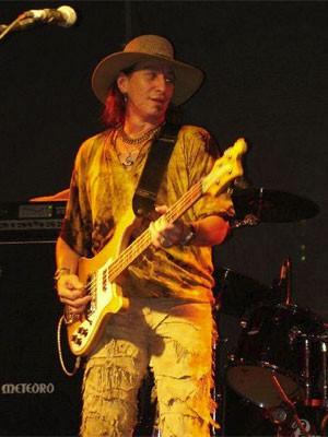 O músico Ruffino Lomba Neto, baixista do Tutti Frutti e ex-integrante do Made in Brazil e do Patrulha do Espaço (Foto: Divulgação/Facebook do artista)