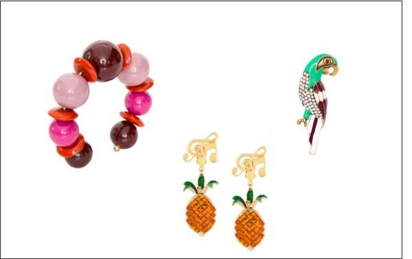Divertidas: pulseira LOOL (R$ 468), brinco abacaxi Dolce & Gabbana e broche Marc Jacobs (Foto: Divulgação)