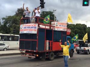 Vigilantes pedem aumento salarial e do tíquete refeição (Foto: Marcelo Elizardo / G1)