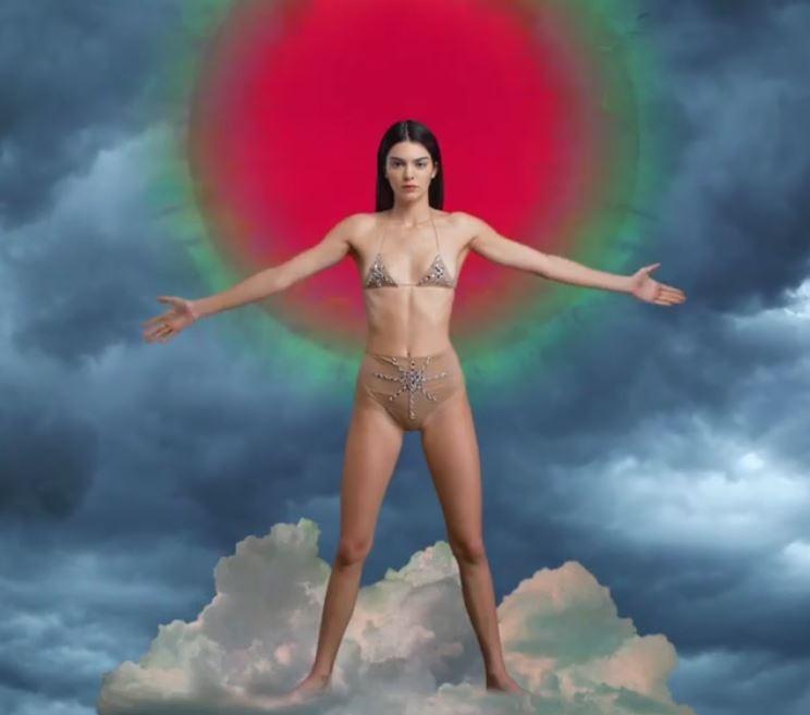 Kendall Jenner mostra sua beleza no advent calendar da LOVE Magazine (Foto: Reprodução/Instagram)