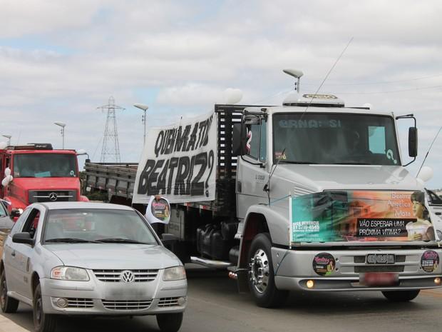 Caminhões e carros fazem buzinaço na Ponte Presidente Dutra  (Foto: Juliane Peixinho / G1)