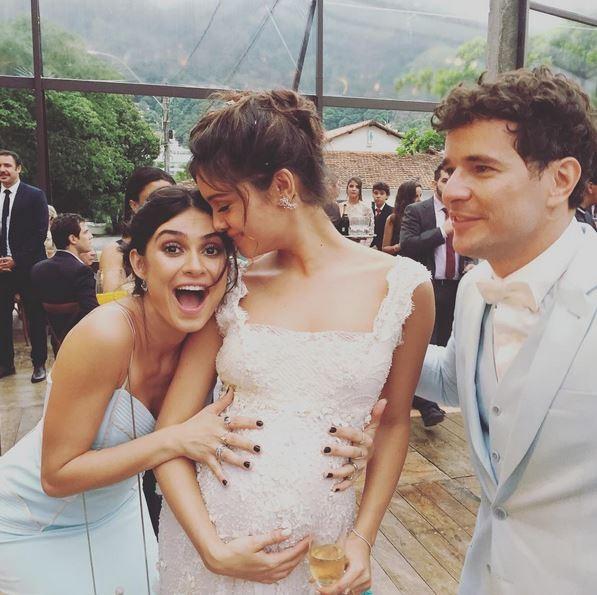 Thaila Ayala comemora com Sophie Charlotte e Daniel de Oliveira (Foto: Reprodução do Instagram)