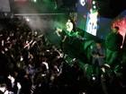 Trio dos Backstreet Boys leva fãs à loucura em casa noturna após show
