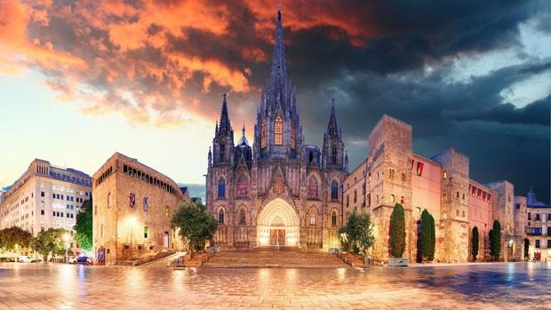 Cathedrel de Barcelona, Plaza Nova (Foto: Getty Images/iStockphoto)