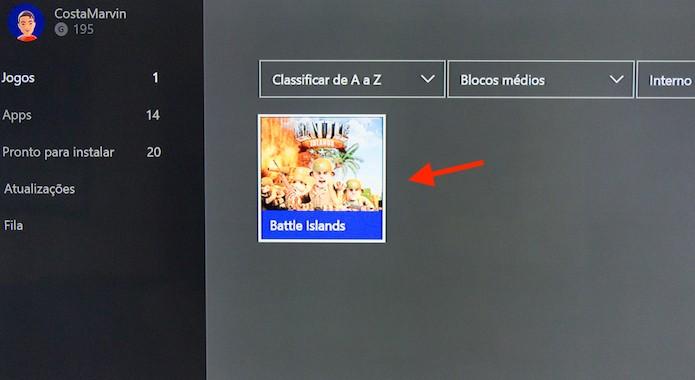Selecionando um game que está no armazenamento interno do Xbox One (Foto: Reprodução/Marvin Costa)