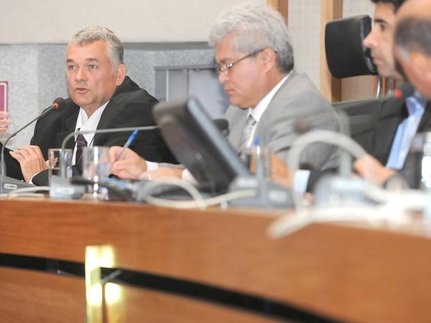 O presidente do Conselho Regional de Radiologia do DF, Adriano Levay, durante depoimento à CPI da Saúde (Foto: Rinaldo Morelli/CLDF/Divulgação)