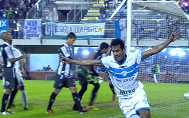 Frame Afonso comemora gol do Novo Hamurgo contra o ABC (Foto: Reprodução)