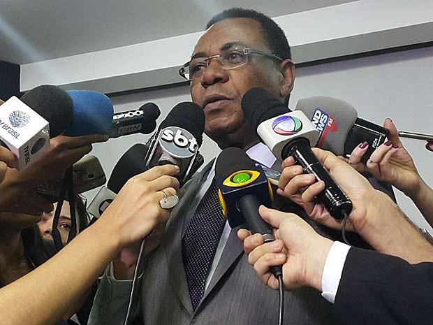 O secretário de Saúde do Distrito Federal, João Batista de Sousa, durante entrevista (Foto: Raquel Morais/G1)
