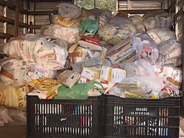 Mais de 6 toneladas de alimentos já foram arrecadas até esta quinta-feira  (Foto: reprodução/TV Tem)
