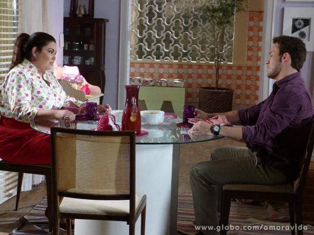 Daniel acaba falando demais (Foto: Amor à Vida/TV Globo)