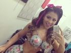 Namorada de Thammy Miranda faz selfie nua, só com o corpo pintado