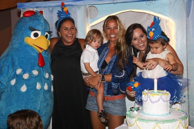 Adriane Galisteu com Vittorio, Fafá de Belém e Mariana Belém com a filha Laura (Foto: Manuela Scarpa/ Foto Rio News)