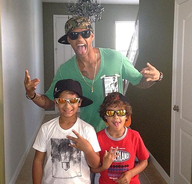 Felipe Melo com os filhos (Foto: Reprodução / Instagram)