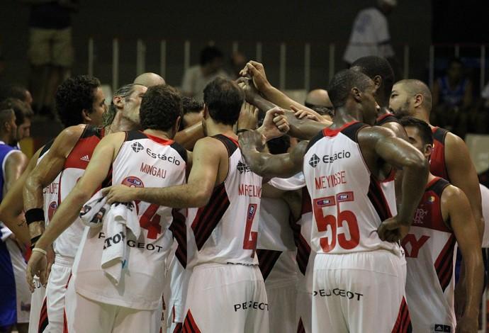 Flamengo vence Macaé na volta de Marcelinho ao time