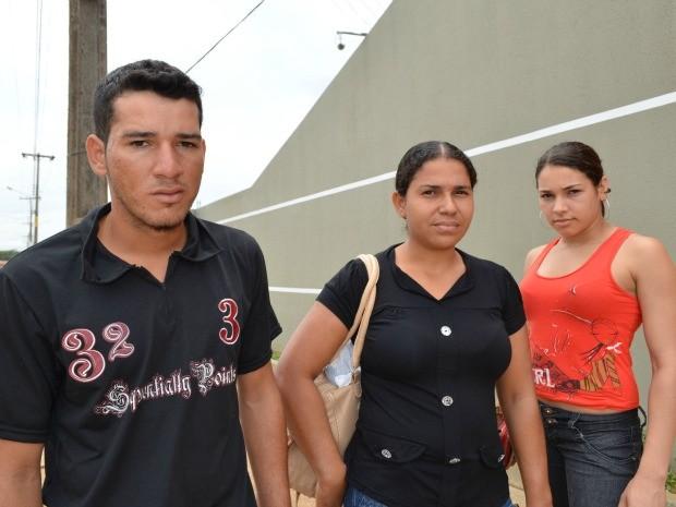 Cleiton, Andréia e Claudinéia moram em outra cidade e chagaram 5 minutos atrasados para prova em Vilhena  (Foto: Andréia Machado/G1)
