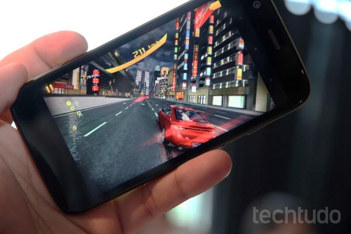 Moto G rodando game Asphalt 8 (Foto: Allan Melo/TechTudo)