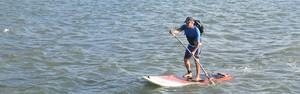Publicitário vai para o trabalho de 'stand up paddle'  (Vitor Jubini/ A Gazeta)
