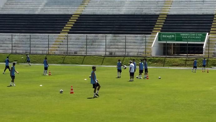 ABC treino Frasqueirão manhã (Foto: Jocaff Souza/GloboEsporte.com)