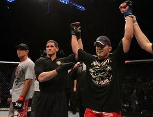 Jake Ellenberger comemora vitoria sobre Jake Shields (Foto: Divulgação/UFC)