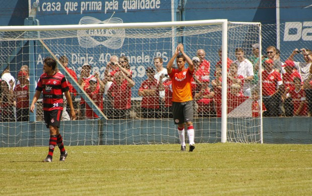 Leandro Damião marca de pênalti em jogo-treino (Foto: Diego Guichard)