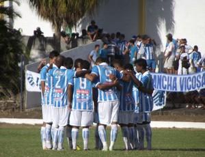 Jogadores do CSA se reúnem antes do início do segundo tempo (Foto: Caio Lorena / Globoesporte.com)